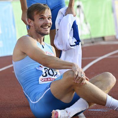 Erik Back återhämtar sig på löparbanan i Sverigekampen.