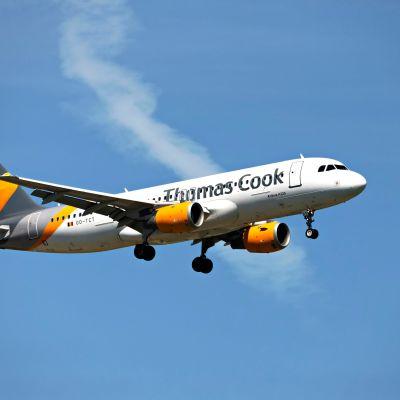 Thomas Cook-flygplan i luften.