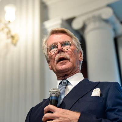 Björn Wahlroos talar.