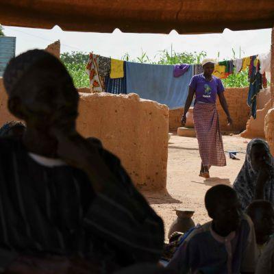 Hundratusentals invånare som tvingats fly internt inom landet från våldet i norra och östra Burkina Faso.  Byn  Yagma nära Ouagadougou 17.9.2019.