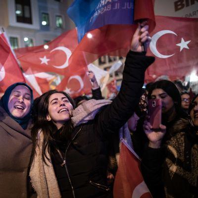 Oppositionsanhängare i Istanbul firade segern i landets största stad i natt