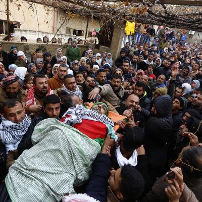 Begravning av dödad palestinier i Jenin på Västbanken.