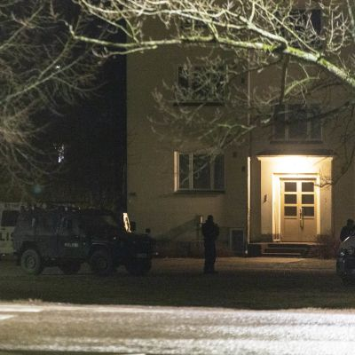 Poliisioperaatio Kotkassa Tiutisen kaupunginosassa 7.4.2020