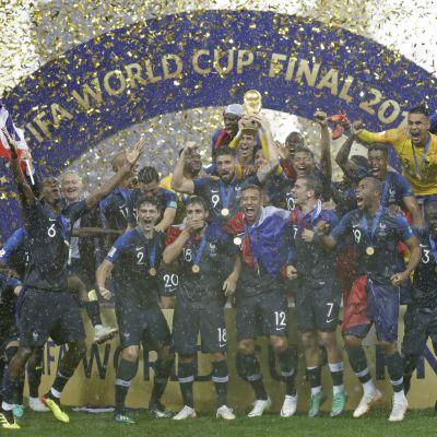 MM-kisat huipentuivat upeaan hetkeen! Näin Ranska sai nostaa pokaalin kohti taivasta