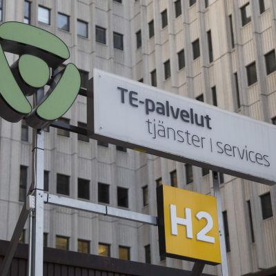 TE-toimiston kyltti Pasilassa Helsingissä