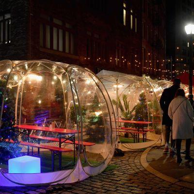 En bubbla inför julen i New York för att upprätthålla avstånd. 10.12.2020