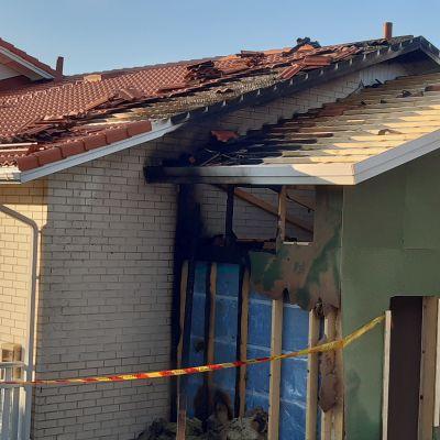 Palvelutalo Kotirannan tulipalo levisi kattorakenteisiin