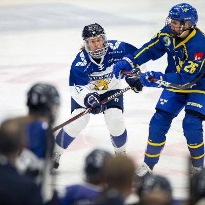 Riikka Välilä spelar mot Sverige, 2018.