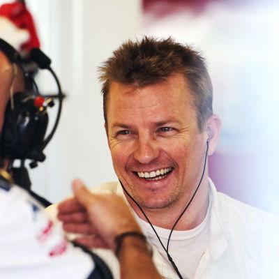 Kimi Räikkönen skrattar