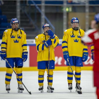 Svenska landslagsspelare efter förlust.