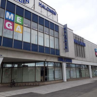 Seinäjoen Megakeskus eli vanha Sokos saa useita uusia yrityksiä remontin jälkeen.