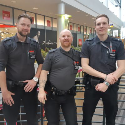 Nuorten omat järjestyksenvalvojat Rovaniemellä: Jaani, Pasi ja Oliver. Turvallisuussyistä he eivät kerro sukunimiään.