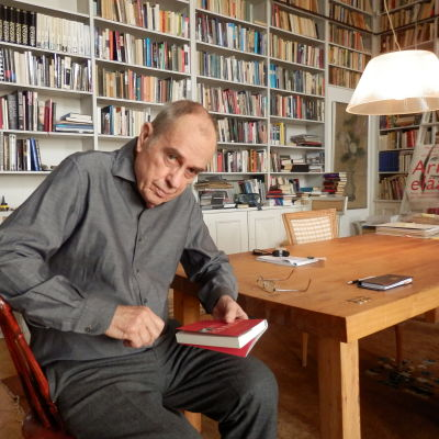 Jörn Donner i sitt kontor