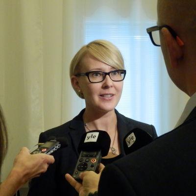 Riksdagens talman Maria Lohela (Sannfinl) i Yle-intervju, hösten 2015