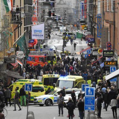 Folkmassa i centrala Stockholm.