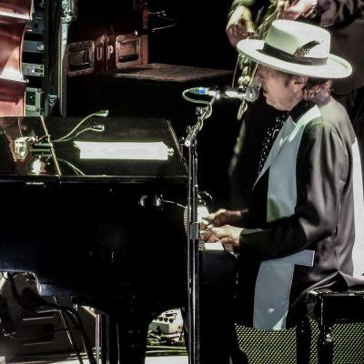 Bob Dylan uppträder i Nottingham 5.5.2017.