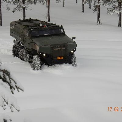 Pansarfordonet Misu ute i vinterterräng.