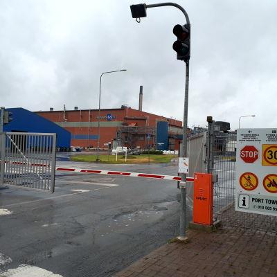 Porten till storindustriområdet i Karleby.