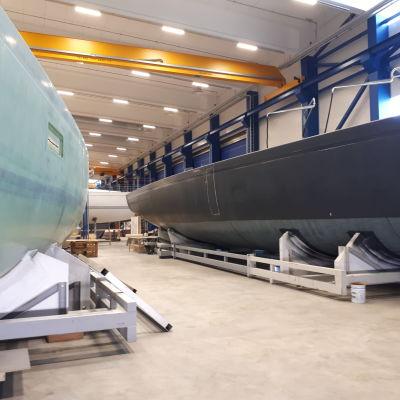 Många projekt väntar på att bli klara i Nautors produktionshall