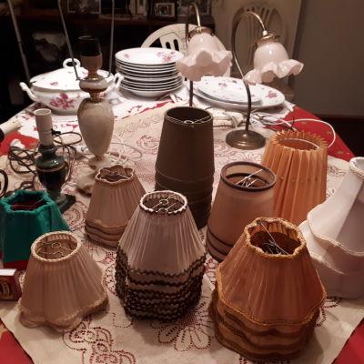 olika lampskärmar.