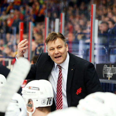 Ishockeytränaren Raimo Summanen leder sin tidigare klubb Avangard Omsk i KHL.