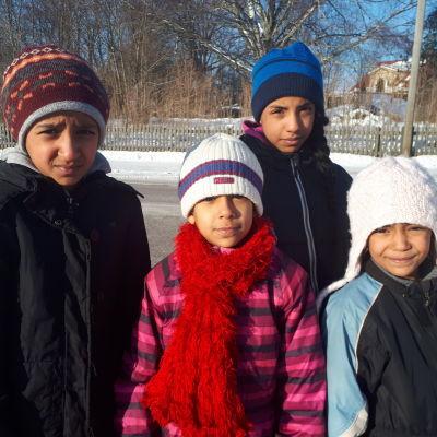 Flickorna som hotas av akut avvisning.