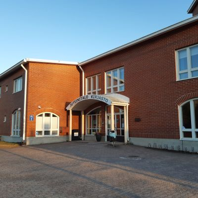 Hattulan kirjastotalo.