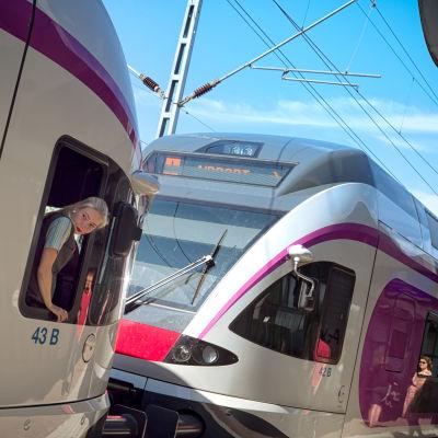 Paikallisjuna Pukinmäen asemalla