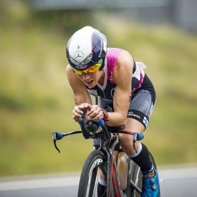 Kaisa Sali på cykel.