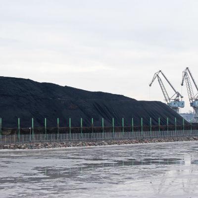 Hanaholmens kolhög ska försvinna, bild tagen från Havshagen i februari 2016