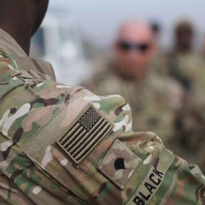 Yhdysvaltalaissotilaita maastopuvussa.