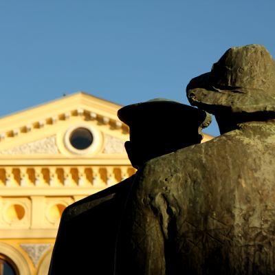 Statyer och stadshuset
