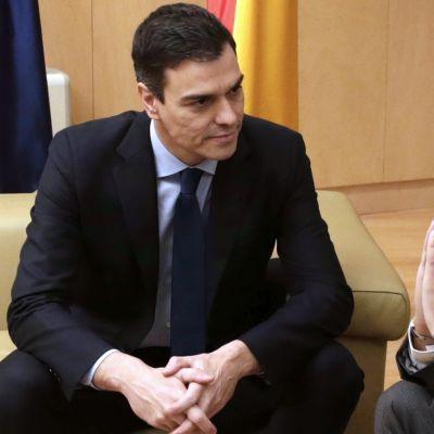 Sosialistipuolueen pääsihteeri Pedro Sánchez ja Ciudadanos-puolueen johtaja Albert Rivera