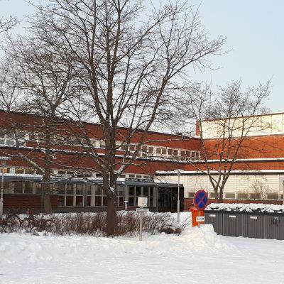 Snellmansalen och tidigare handelsläroverket i Karleby.