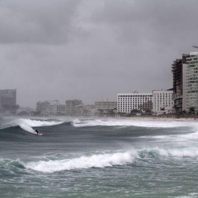 Orkan drar in över Kuba