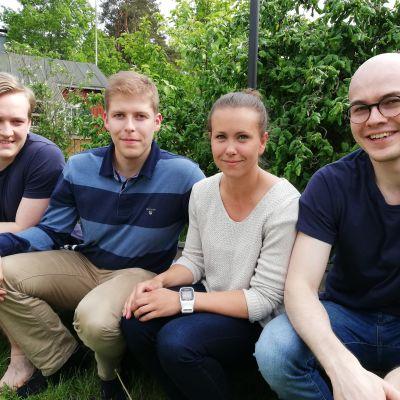 En handfull läkarstuderande vikarierar på Raseborgs hälsocentral i sommar.
