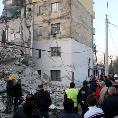 Hus som har rasat i samband med jordbävning i Albanien, 26 november 2019.