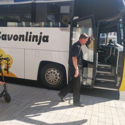 Kuvassa on Savonlinja Oy:n bussi.