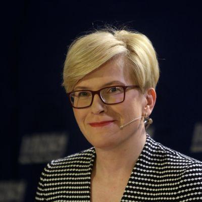 Ingrida Simonyte hymyilee.