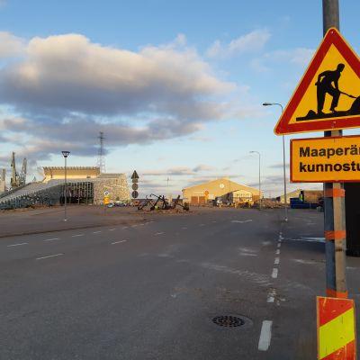 Maanpuhdistustyöt Kotkan Kantasatamassa 10.12.2020