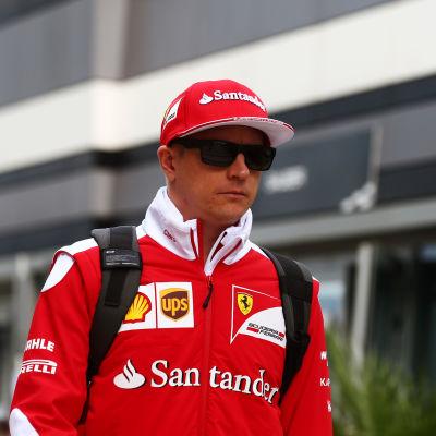 Kimi Räikkönen i Ferraris kläder.
