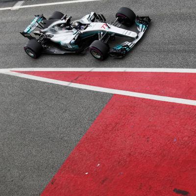 Valtteri Bottas kör Mercedes, mars 2017.