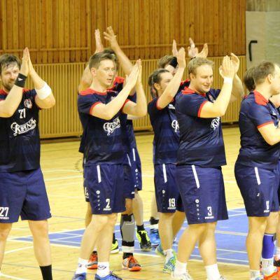 HK Pötsi firar seger.