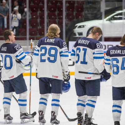 Esa Lindell, Sebastian Aho, Patrik Laine, Aleksander Barkov och Mikael Granlund i ishockey-VM 2016.