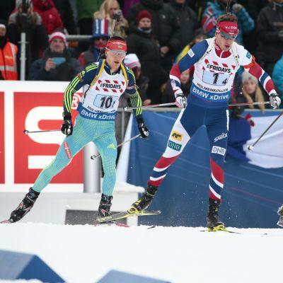 Norska ankaret Tarjei Bö förde in Norge på tredje plats i mixedstafetten som inledde skidskytte-VM i Oslo.