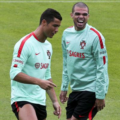Island väntar i EM-premiären för Cristiano Ronaldos och Pepes Portugal.