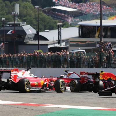 Sebastian Vettel, Kimi Räikkönen och Max Verstappen kolliderar, Spa 2016.
