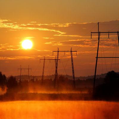 Ellinje i solnedgång.