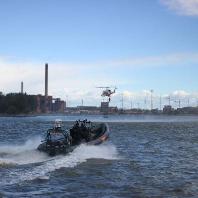 Sjöräddningsdemonstration i Helsingfors.