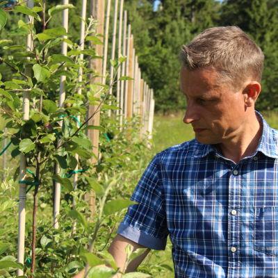 Jordbrukare och äppelodlare vid Råbäck gård